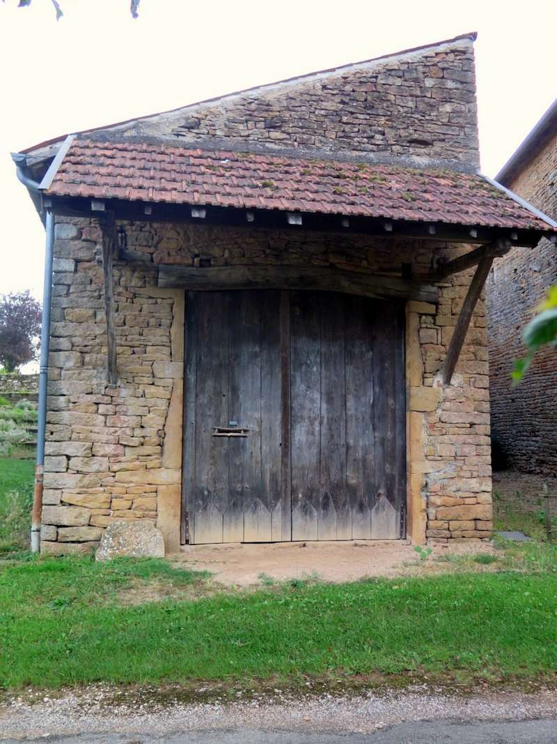 Petit patrimoine de la Chapelle sous Brancion  Le bourg Photo120