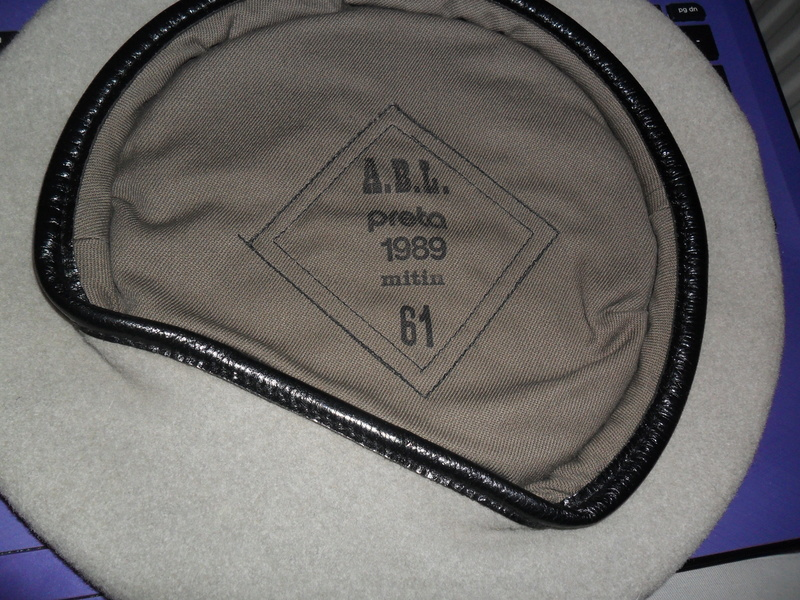 Help with unknown beret Sam_1310