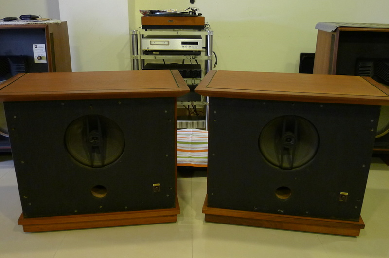 Jensen 12 inch Triaxial Speaker System with stands (Used) P1140267
