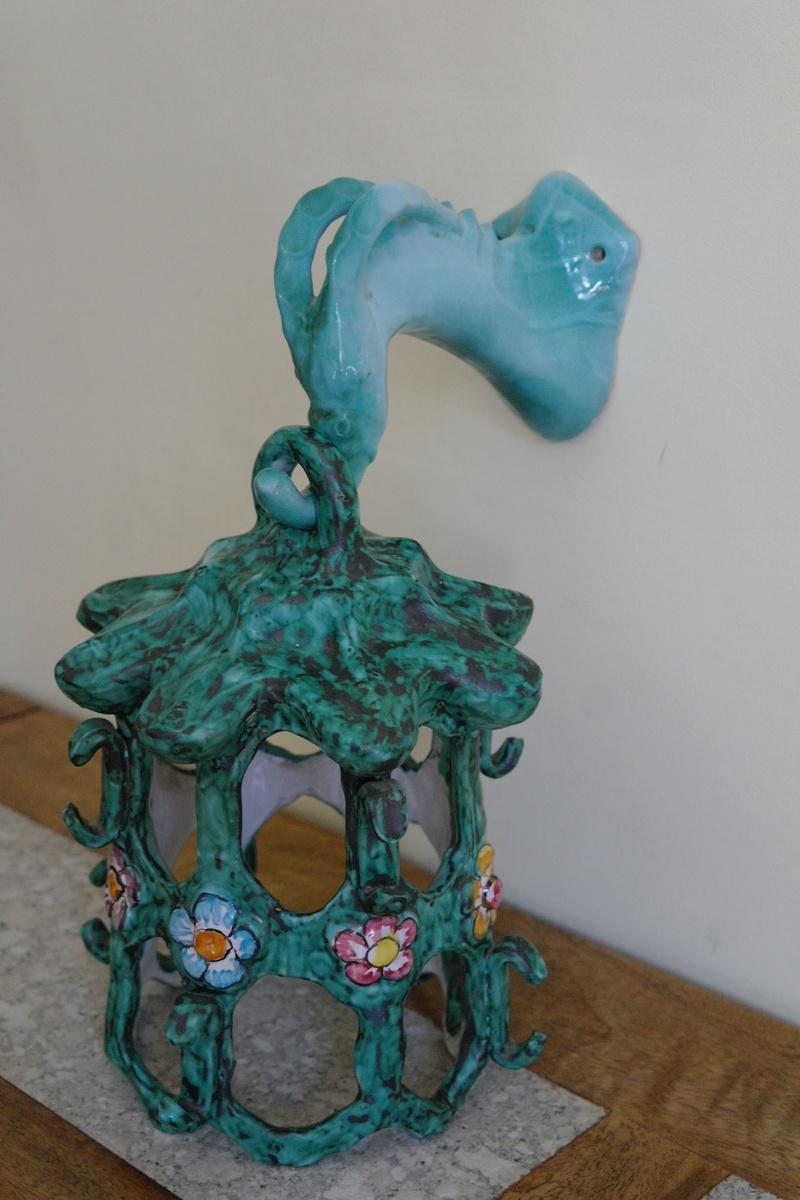 Weird Ceramic Serpent Lampshade - Italy ? - Any Ideas? Sam_4911