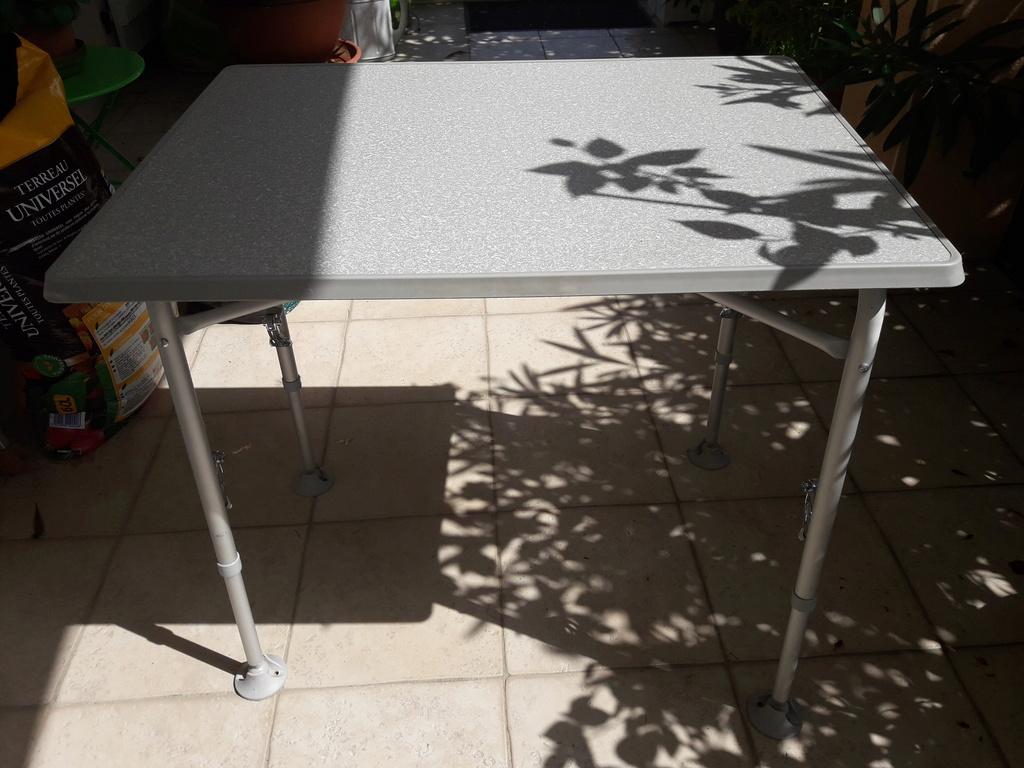 un ami vend du matos, dont une table réglable en hauteur 20170816