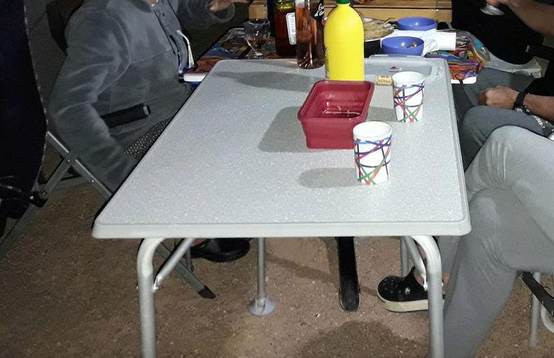 un ami vend du matos, dont une table réglable en hauteur Captur25