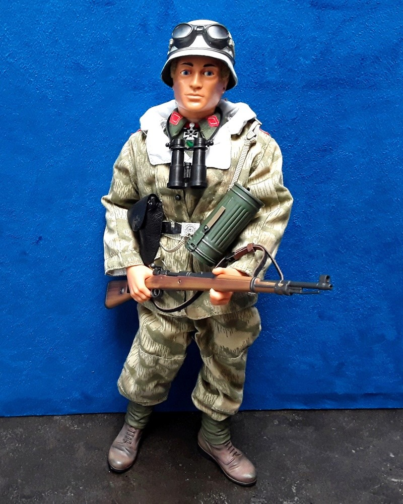 Ardennes 44-German Officer 04511