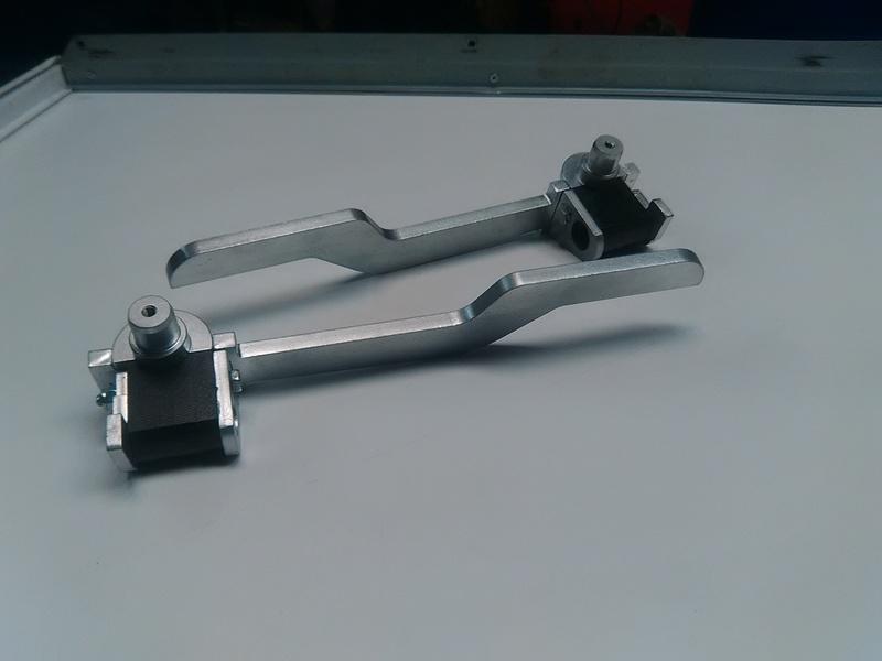 [ Astra Bertone cabriolet G & BMW E46 ] Systéme de verrouillage capote  Img_2010