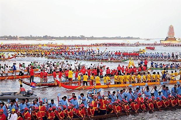 """Pirogue de la """"Fête des eaux"""" (""""Bon Om Touk"""" pour les Khmers) au Cambodge Fyte_d10"""