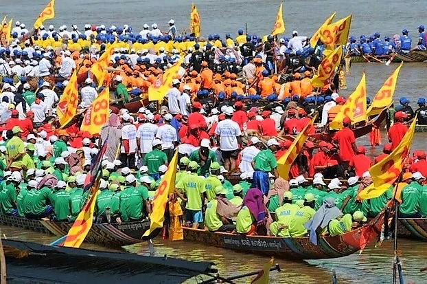 """Pirogue de la """"Fête des eaux"""" (""""Bon Om Touk"""" pour les Khmers) au Cambodge Fyte_d11"""