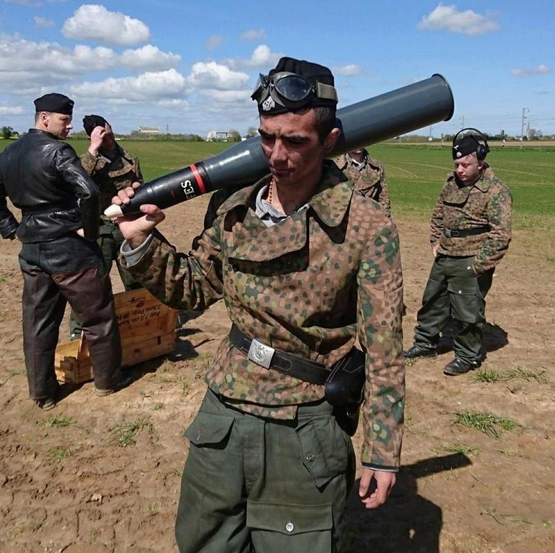 Elingen Le Tank Hunter  13095910