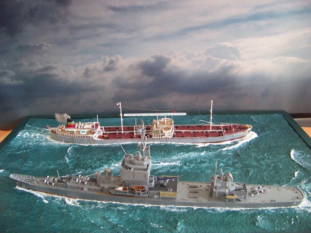 Dio : Pétrolier British Sovereign & croiseur Long Beach (Revell 1/500°) par PLEF 100_9614