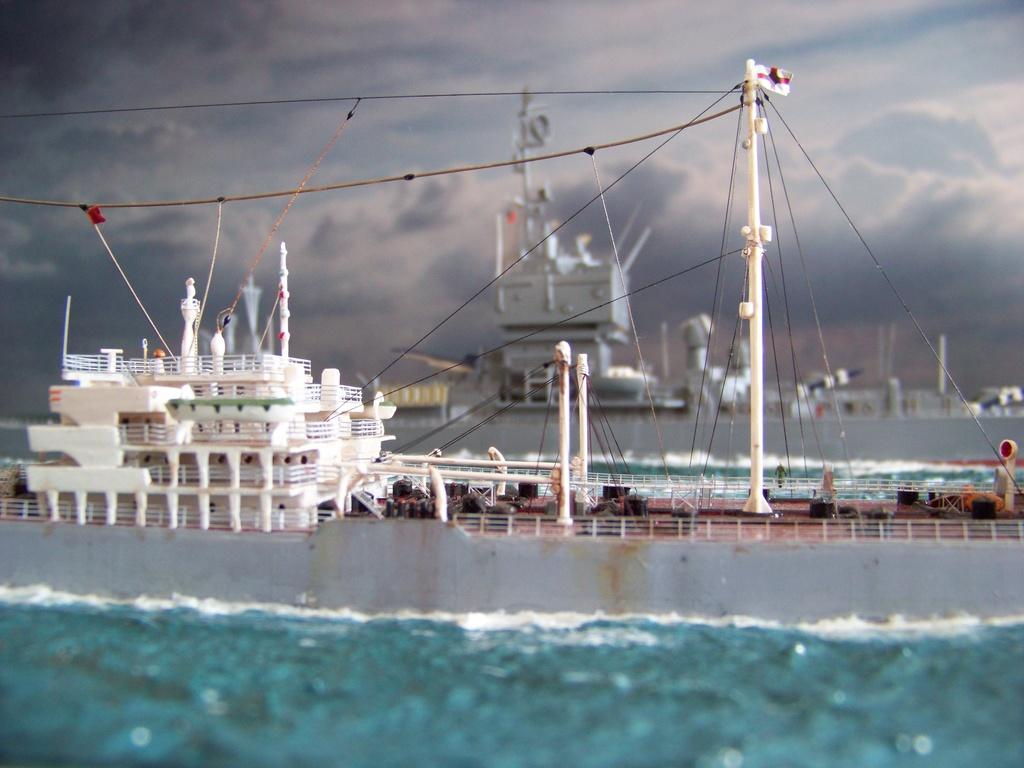 Dio : Pétrolier British Sovereign & croiseur Long Beach (Revell 1/500°) par PLEF 100_9617