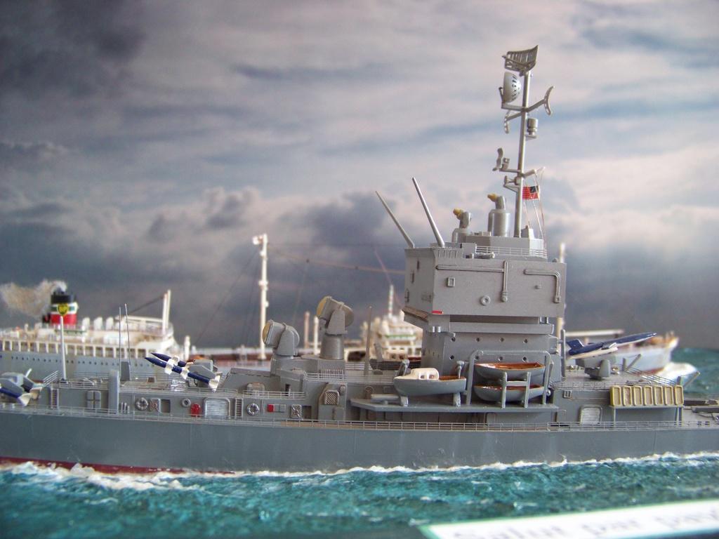 Dio : Pétrolier British Sovereign & croiseur Long Beach (Revell 1/500°) par PLEF 100_9618