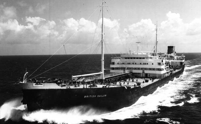 Dio : Pétrolier British Sovereign & croiseur Long Beach (Revell 1/500°) par PLEF Bptnk111