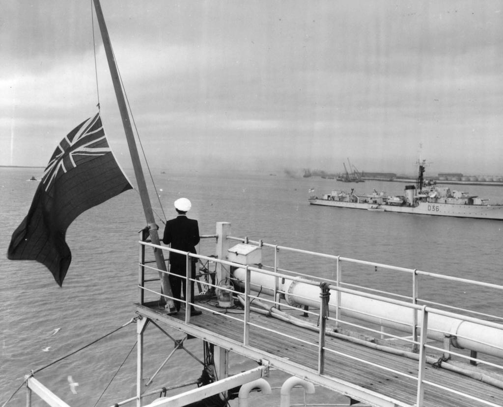 Dio : Pétrolier British Sovereign & croiseur Long Beach (Revell 1/500°) par PLEF Britis10