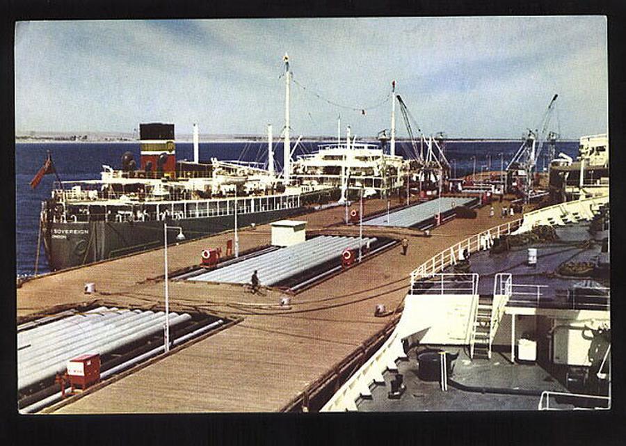 Dio : Pétrolier British Sovereign & croiseur Long Beach (Revell 1/500°) par PLEF Britis11