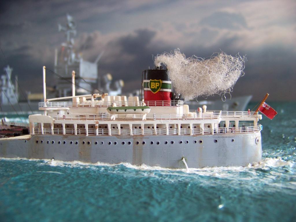 Dio : Pétrolier British Sovereign & croiseur Long Beach (Revell 1/500°) par PLEF Salut_10