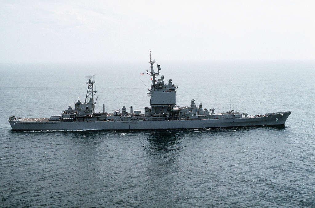 Dio : Pétrolier British Sovereign & croiseur Long Beach (Revell 1/500°) par PLEF Uss_lo10