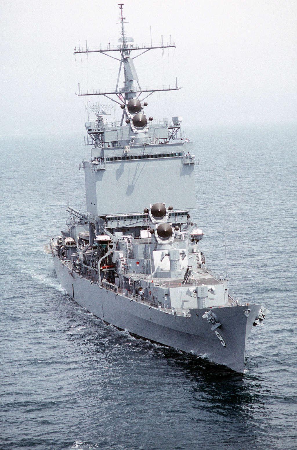 Dio : Pétrolier British Sovereign & croiseur Long Beach (Revell 1/500°) par PLEF Uss_lo11