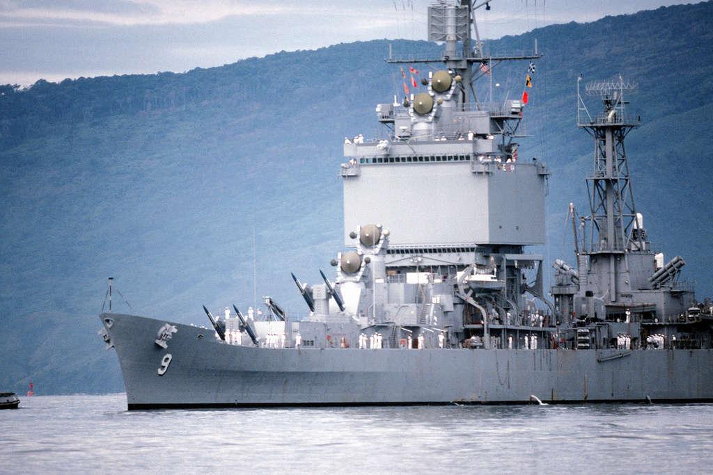 Dio : Pétrolier British Sovereign & croiseur Long Beach (Revell 1/500°) par PLEF Uss_lo12