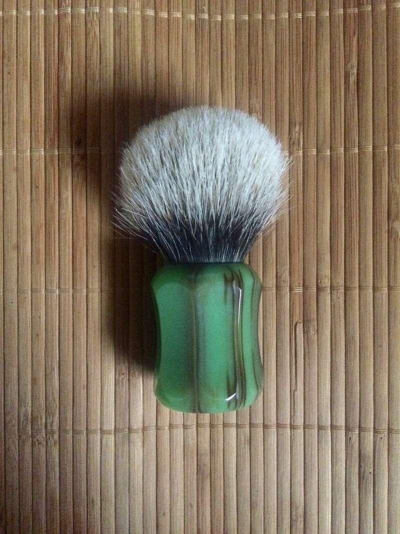 Qui serait partant pour un blaireau  shavemac  ? - Page 2 Shavem10