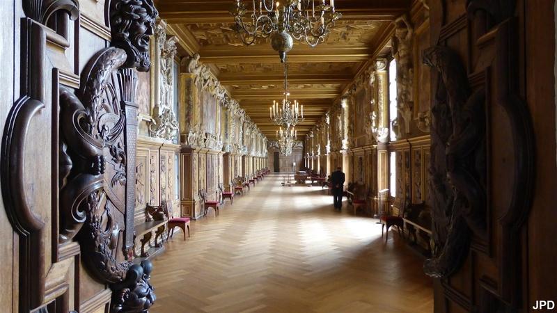 Groupe Facebook sur le Château de Fontainebleau 21055910