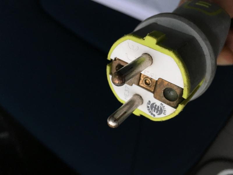 Arrêt de charge avec prise Green'Up, les bornes de la prise sont brûlantes. Img_2210