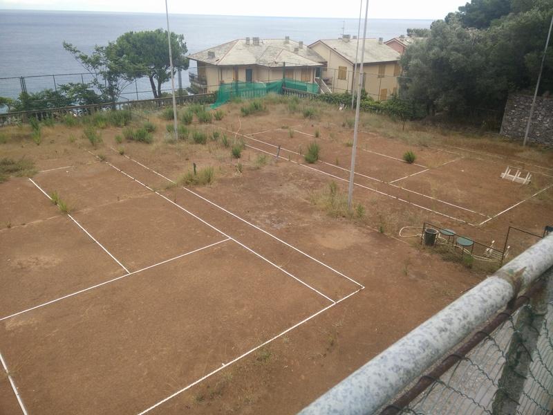 Campi da Tennis abbandonati Img_2010