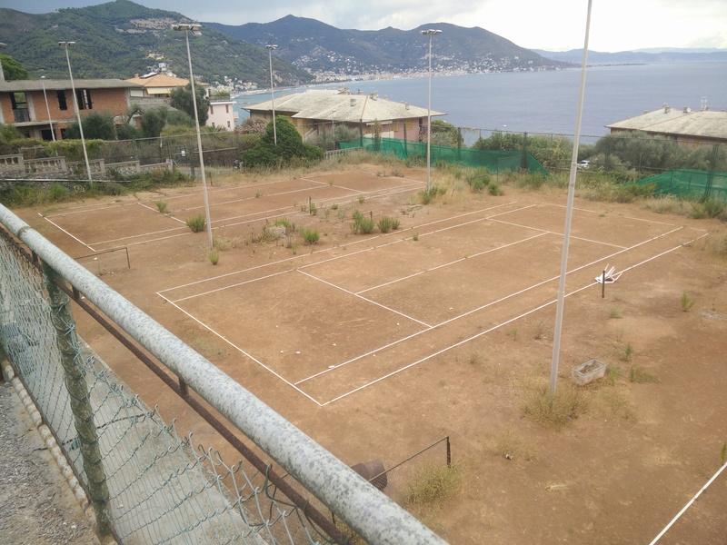 Campi da Tennis abbandonati Img_2011
