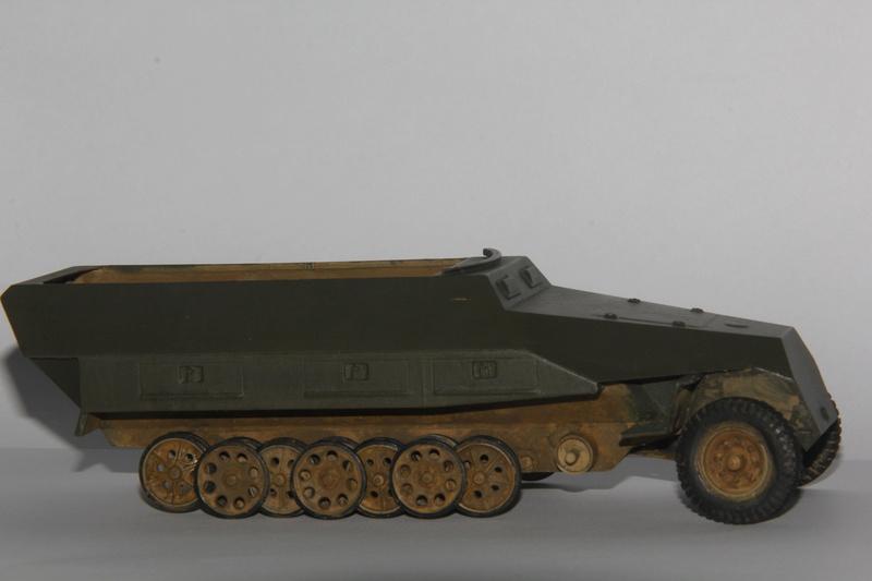 SDKFZ 251 Tamiya 1/35  question armement  - Page 2 00110