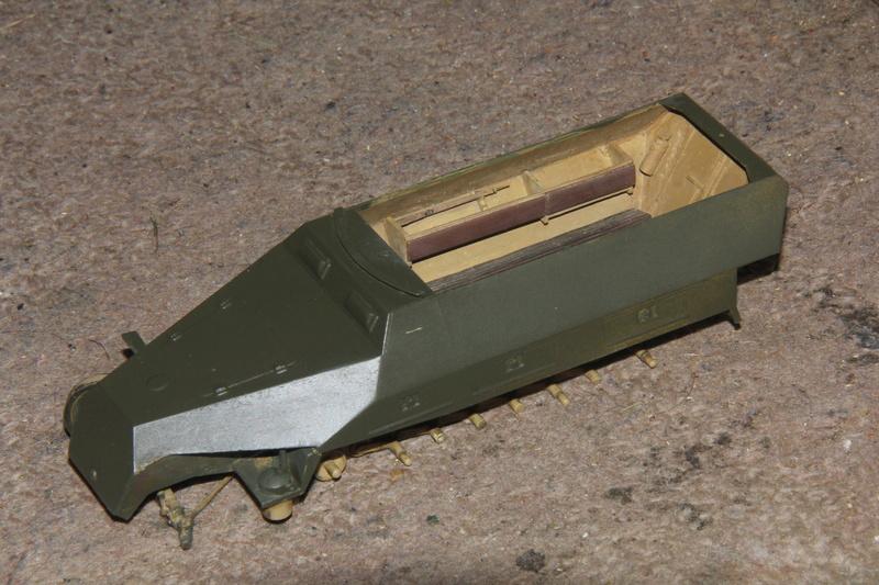 SDKFZ 251 Tamiya 1/35  question armement  00710