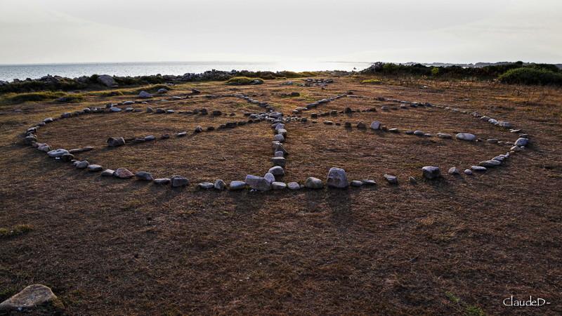 Empilements de pierres ou cairns contemporains  - Page 6 Pterlo11