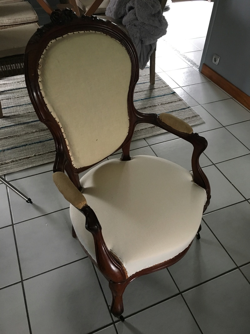 Consolidation d'un fauteuil Cabriolet style Louis XV Img_2137