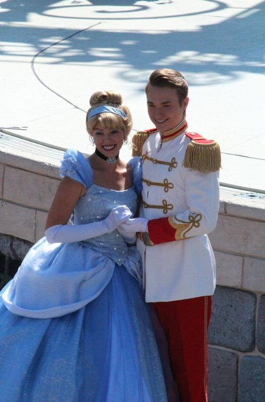 Vos photos avec les Personnages Disney - Page 2 Img_2723