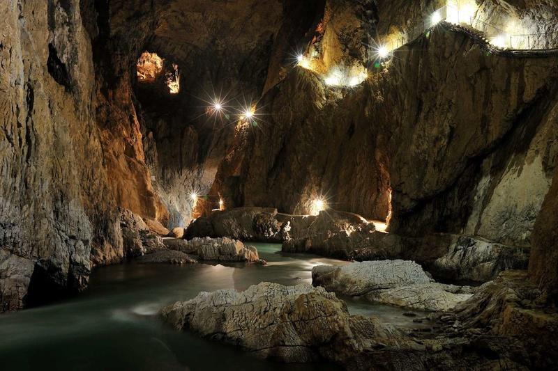 Découvrez les plus incroyables grottes du monde. 911