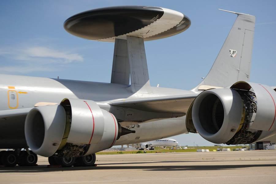 Nos avions AWAKS entretenus par une compagnie Hollandaise  Awacs10