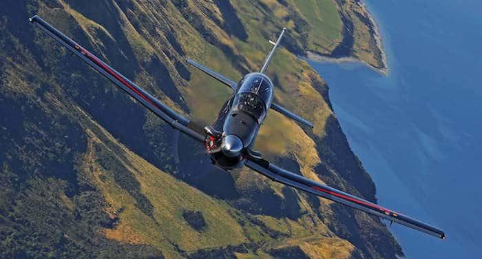L'avion d'entrainement T-6C  en concurrence avec Le Pilatus Beechc10