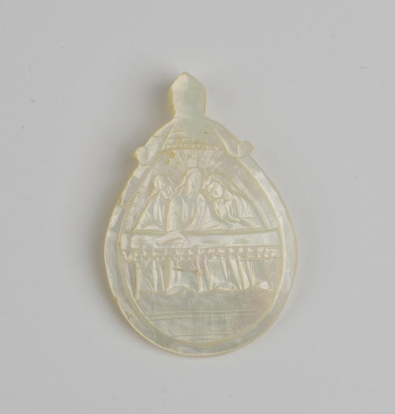 Medalla nácar: Anuncio de la traición de Judas. S. XIX Phot9212