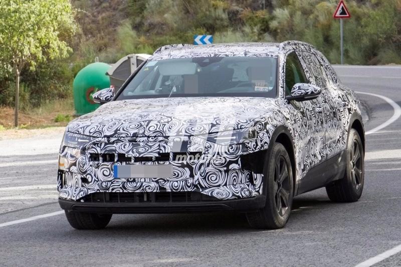 2018 [Audi] E-Tron Quattro Audi-e12