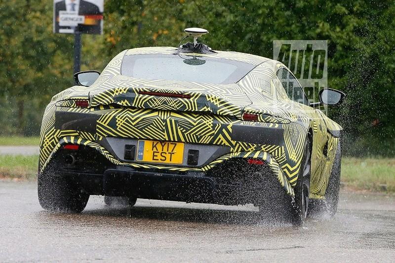 2017 - [Aston Martin] Vantage Vbay2s10