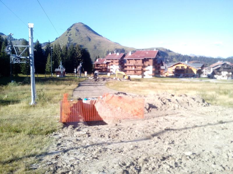 chantier retenue collinaire praz-de-lys/sommand Img_2013