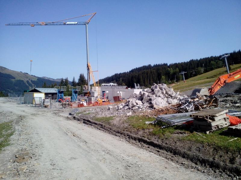 Construction du télésiège débrayable 6 places (TSD6) du Ranfoilly - Les Gets (Portes du Soleil) Img_2024