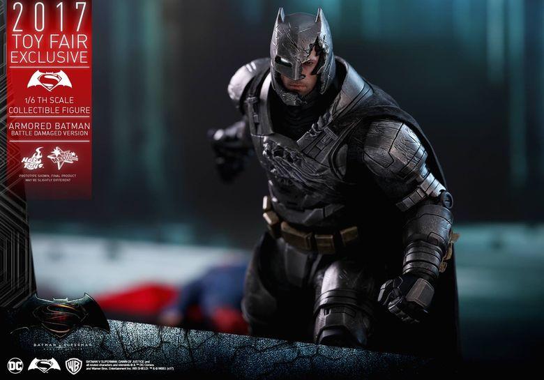 Armored Batman Battle Damaged 1/6 - 2017 Toy Fair Exclusive (Hot Toys) 13194710