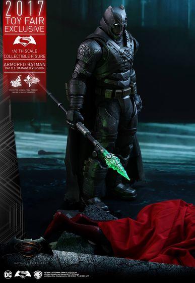 Armored Batman Battle Damaged 1/6 - 2017 Toy Fair Exclusive (Hot Toys) 13195210