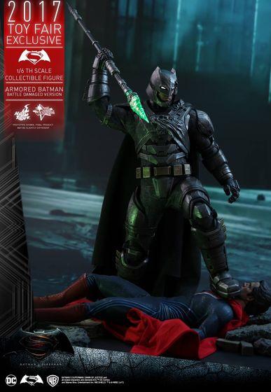 Armored Batman Battle Damaged 1/6 - 2017 Toy Fair Exclusive (Hot Toys) 13195710