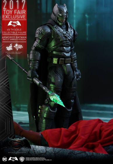 Armored Batman Battle Damaged 1/6 - 2017 Toy Fair Exclusive (Hot Toys) 13200810