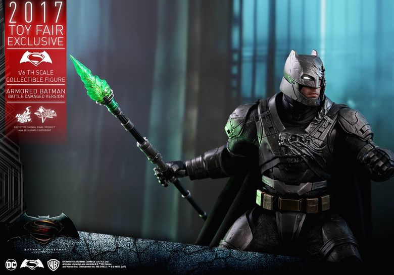 Armored Batman Battle Damaged 1/6 - 2017 Toy Fair Exclusive (Hot Toys) 13201410