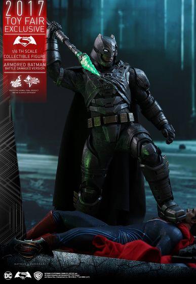 Armored Batman Battle Damaged 1/6 - 2017 Toy Fair Exclusive (Hot Toys) 13202110