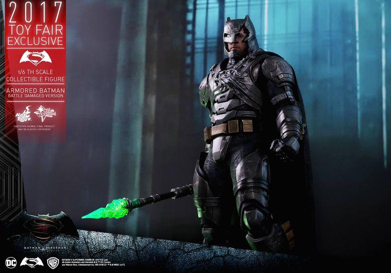 Armored Batman Battle Damaged 1/6 - 2017 Toy Fair Exclusive (Hot Toys) 13203710