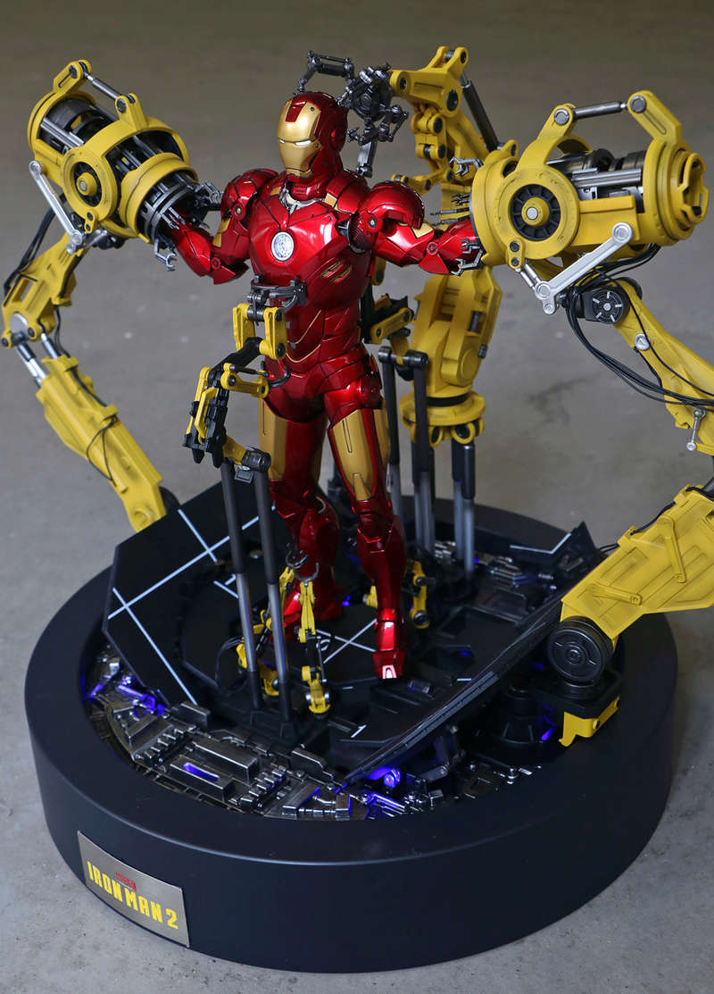 Iron Man 2  - Suitup Gantry Featuring Mark IV - 1/9 Diecast (King Arts) 22352110