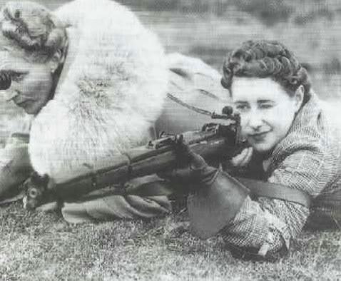 Princesse Elizabeth et Lee Enfield.  Sniper10