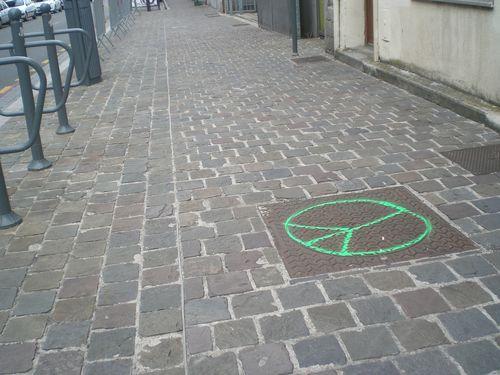 Symbole de la Paix  - Page 13 Rue_d_16