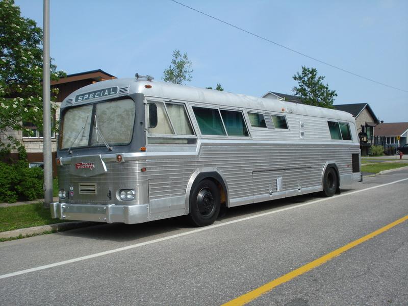 Autobus Prévost panoramique 1963 en ordre de marche légal pour la route unique ? 07110
